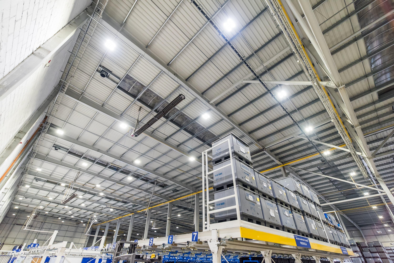 Oprawy przemysłowe Highbay w zmodernizowanym budynku firmy Simoldes