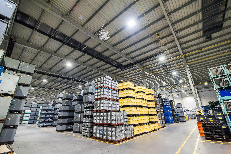 Oprawy Highbay w hali magazynowej firmy Simoldes - Luxon LED