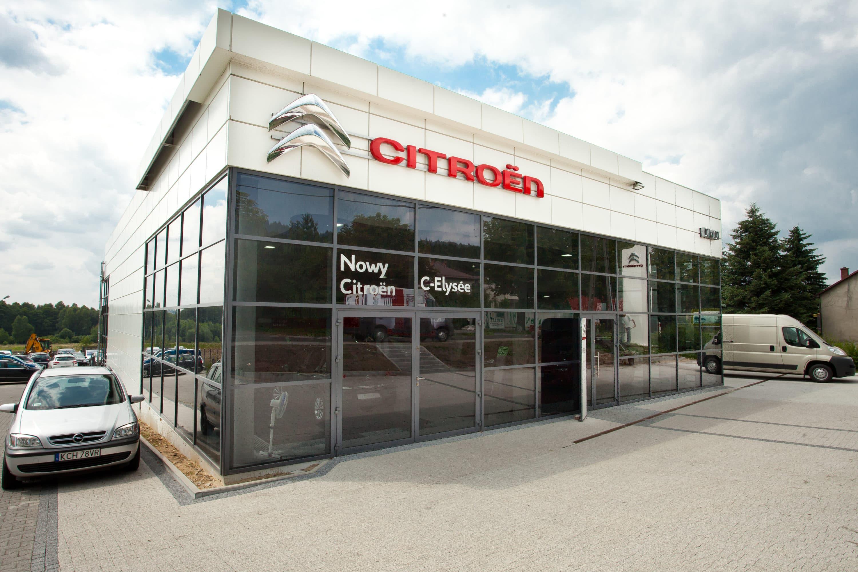 Budynek salonu Citroen po modernizacji oświetlenia na oprawy handlowe - Luxon LED