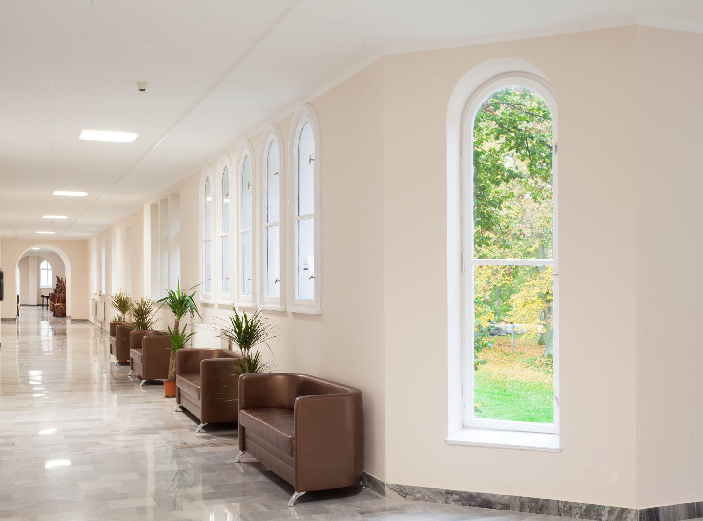 Oprawy biurowe Edge w Uzdrowisku Połczyn, które przeszło modernizację oświetlenia - Luxon LED