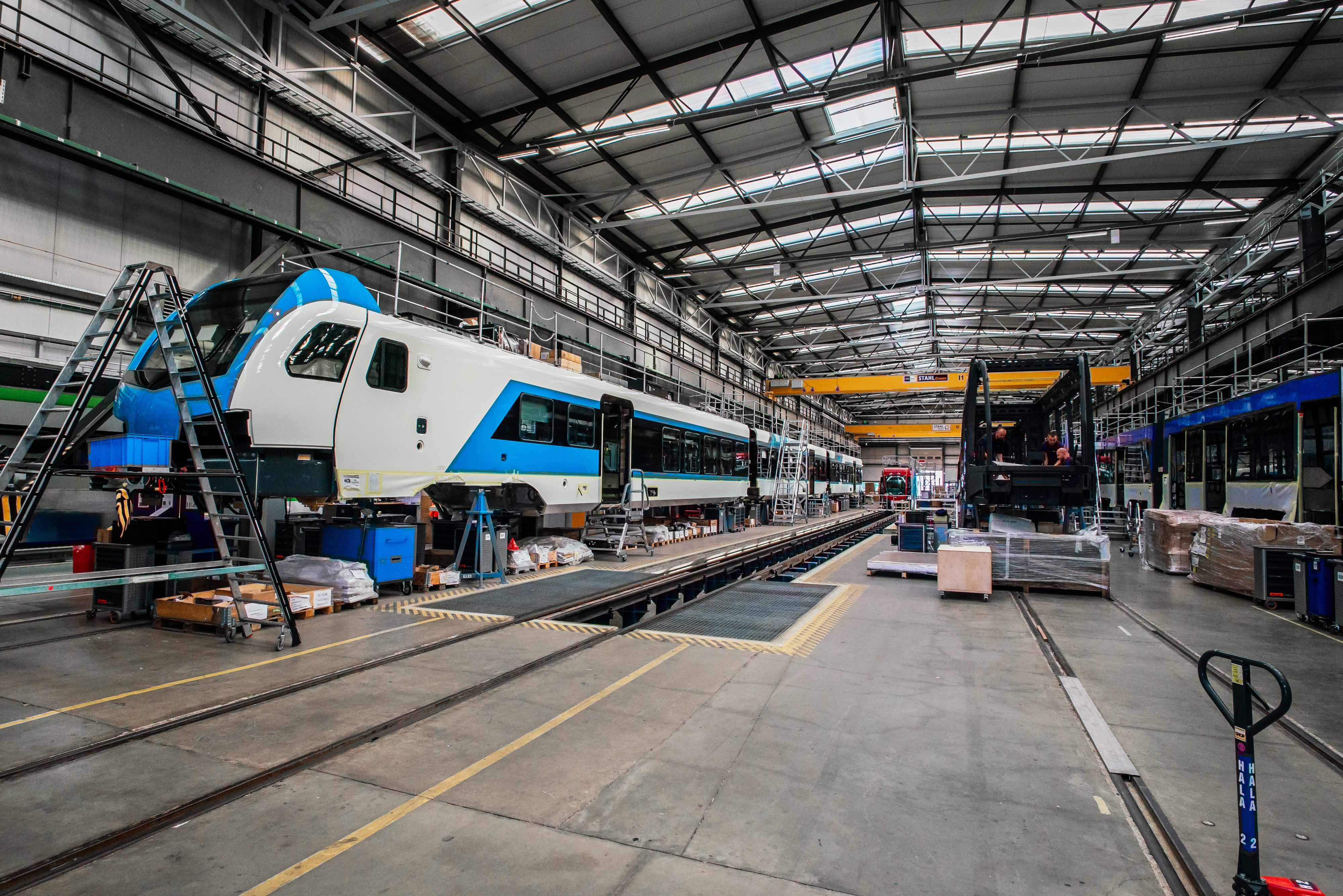 Modernization of lighting in the production hall for the Swiss railway rolling stock manufacturer - Stadler
