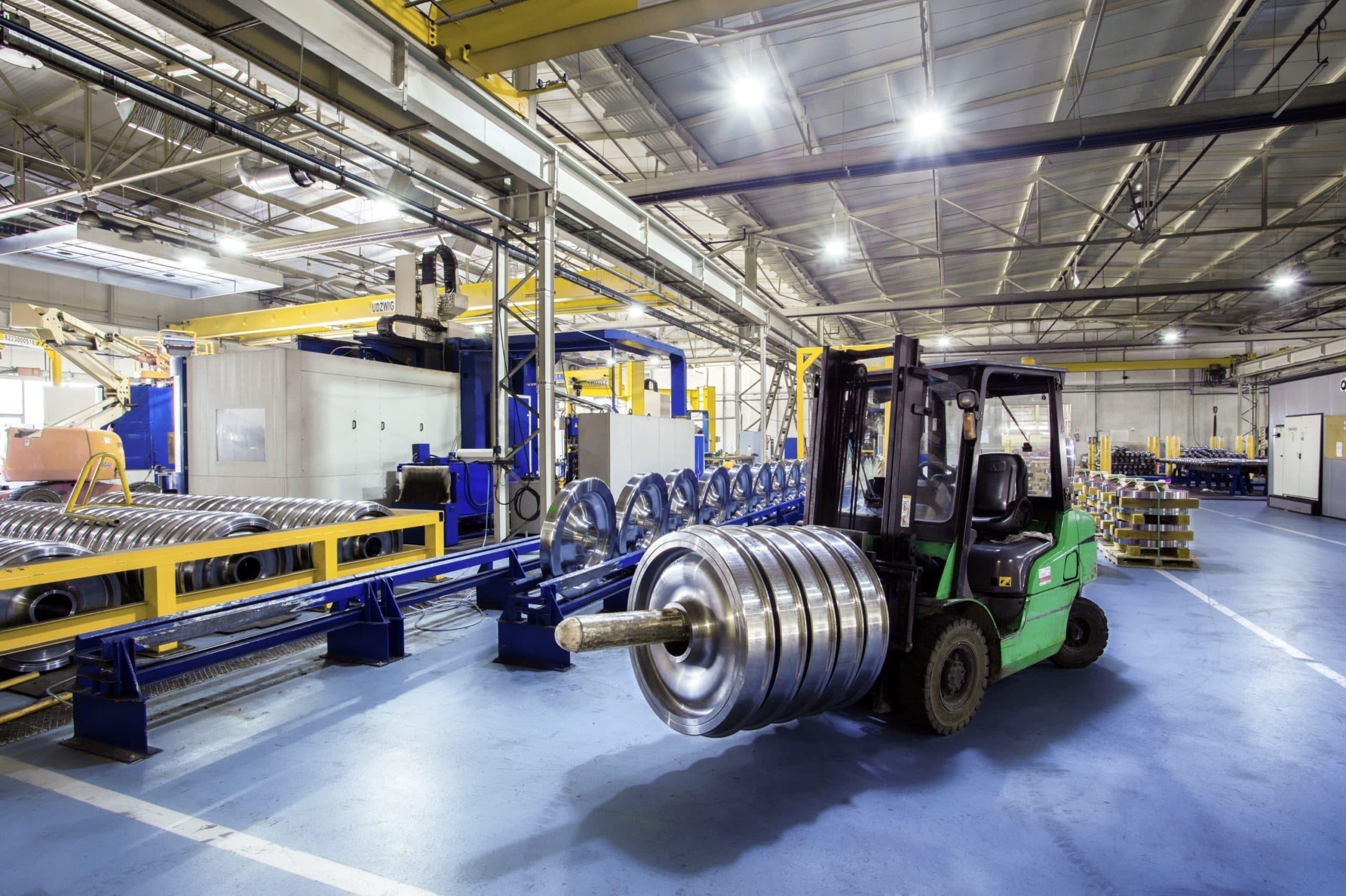 Oprawy Highbay w zakładzie produkcyjnym firmy Lucchini - Luxon LED