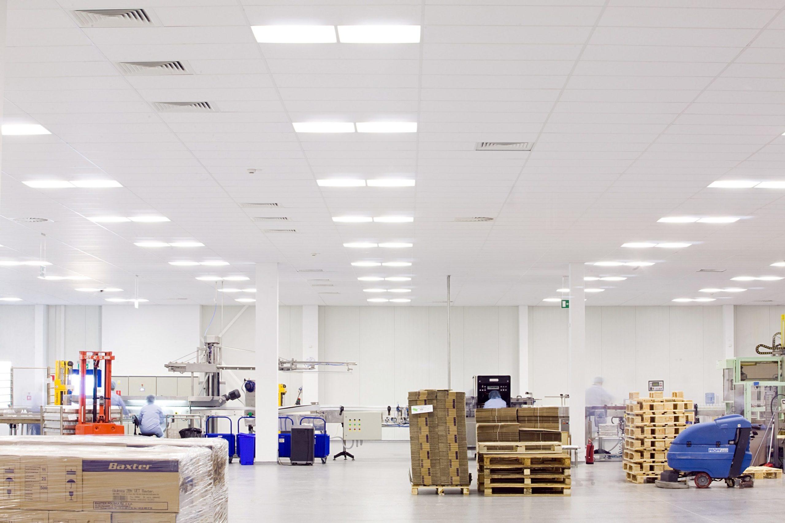 hala Baxter z nowym ośwOprawy Edge w zmodernizowanej hali firmy Baxter - Luxon LEDietleniem LED