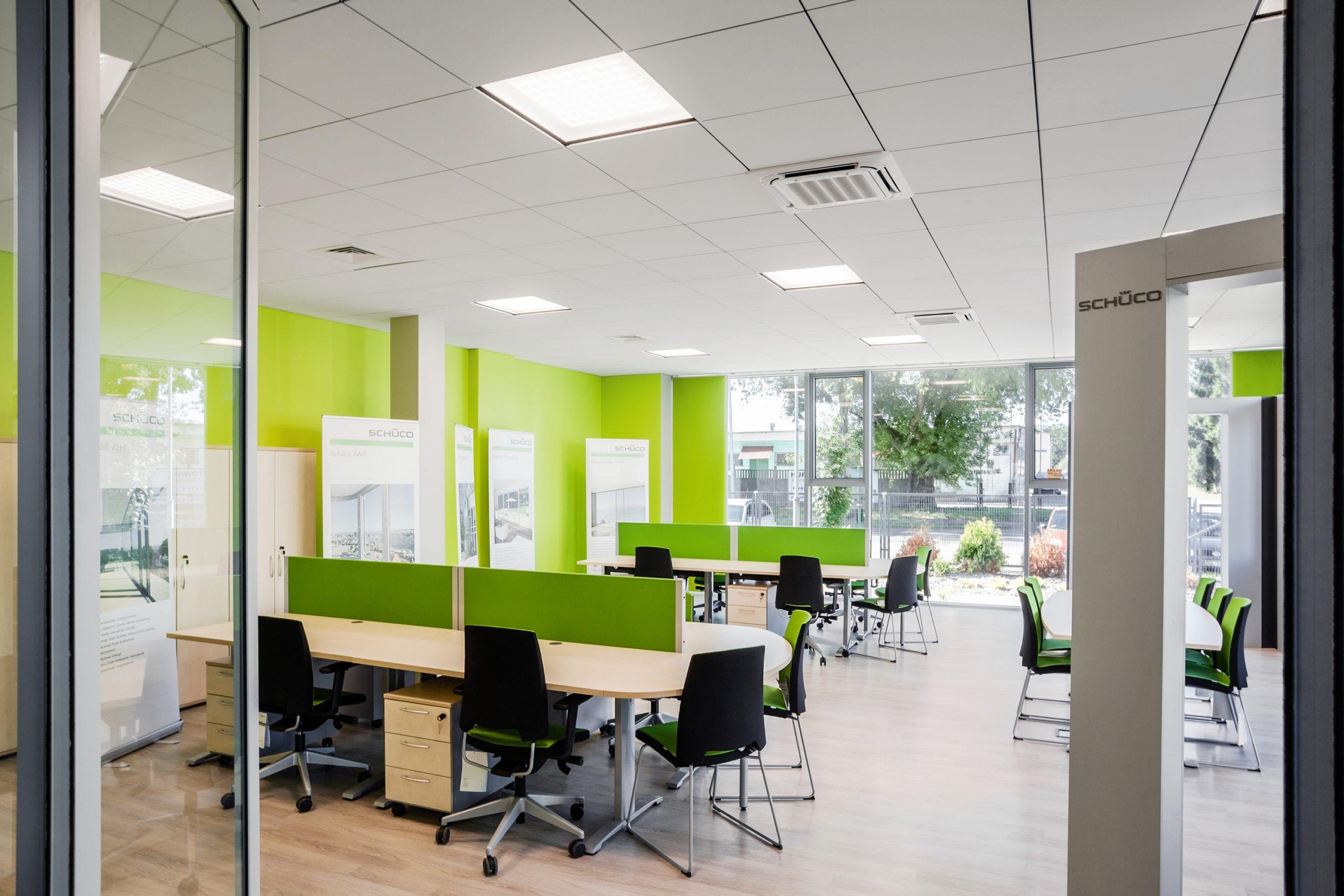 Oprawy biurowe Edge w biurowcu Goleniów, który przeszedł modernizację oświetlenia - Luxon LED