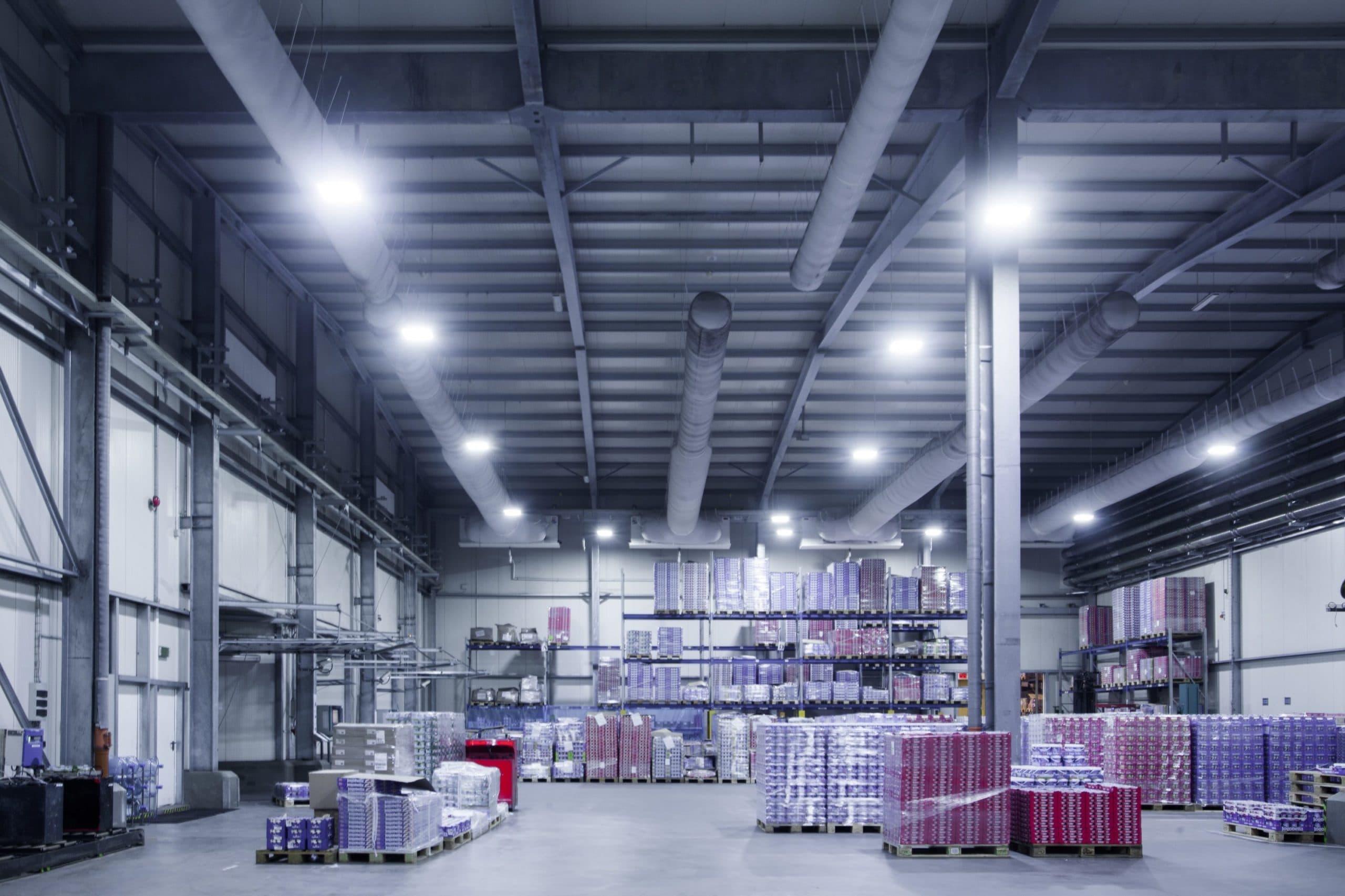 Oprawy Highbay w magazynie firmy Zott - Luxon LED