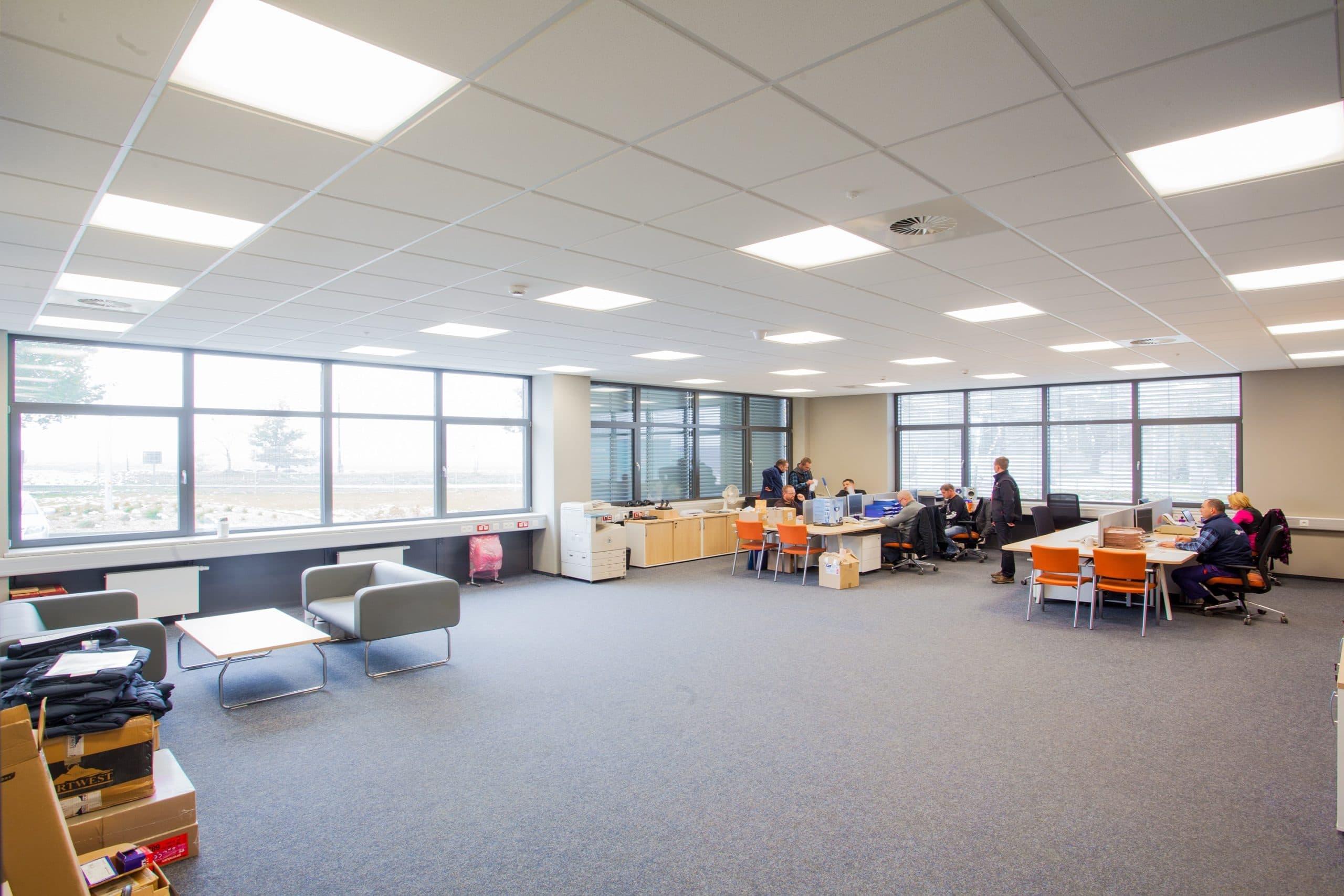 Zmodernizowane oświetlenie w budynku firmy Merida - Luxon LED