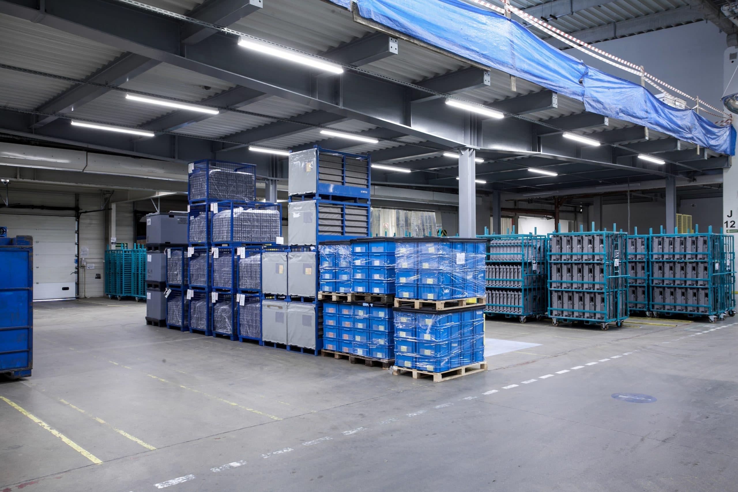 Oprawy przemysłowe Industrial w hali magazynowej firmy BSH - Luxon LED