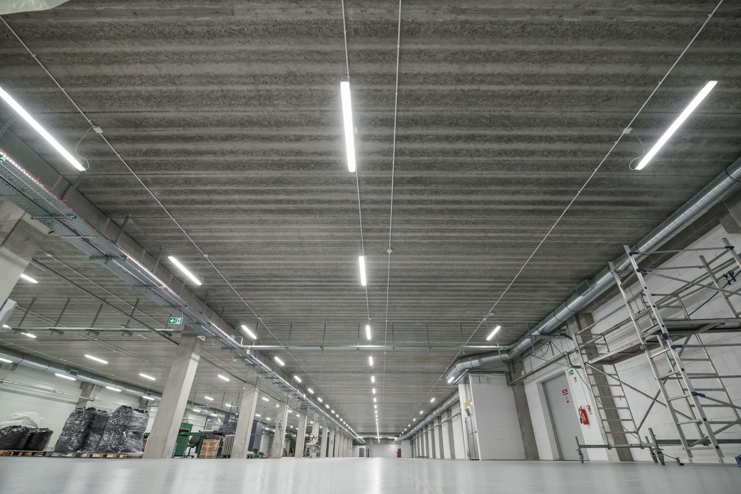 Zmodernizowana hala przemysłowa firmy Euroimpex oświetlona oprawami Industrial - Luxon LED