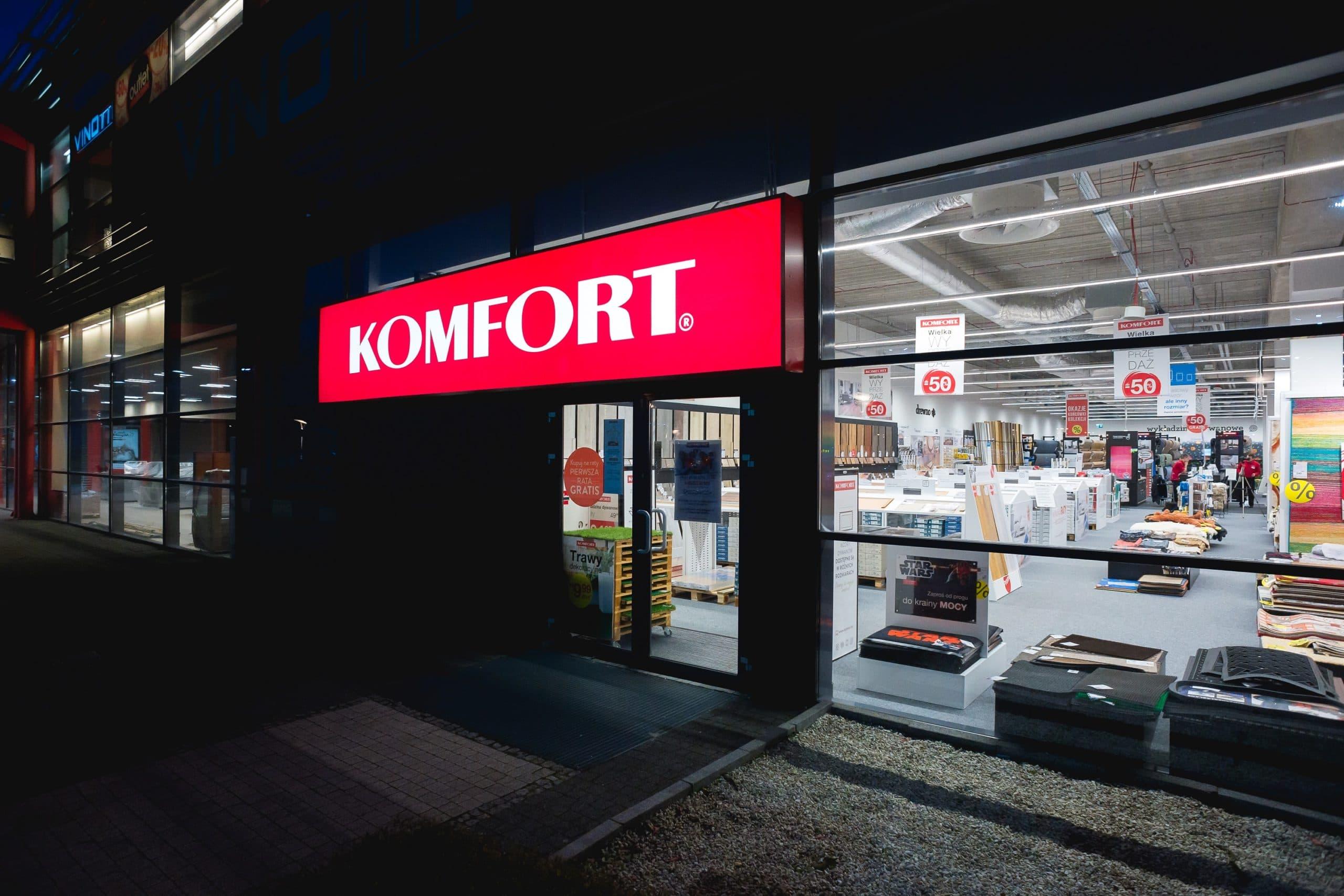 Zmodernizowany sklep Komfort z liniami świetlnymi Lumiline - Luxon LED