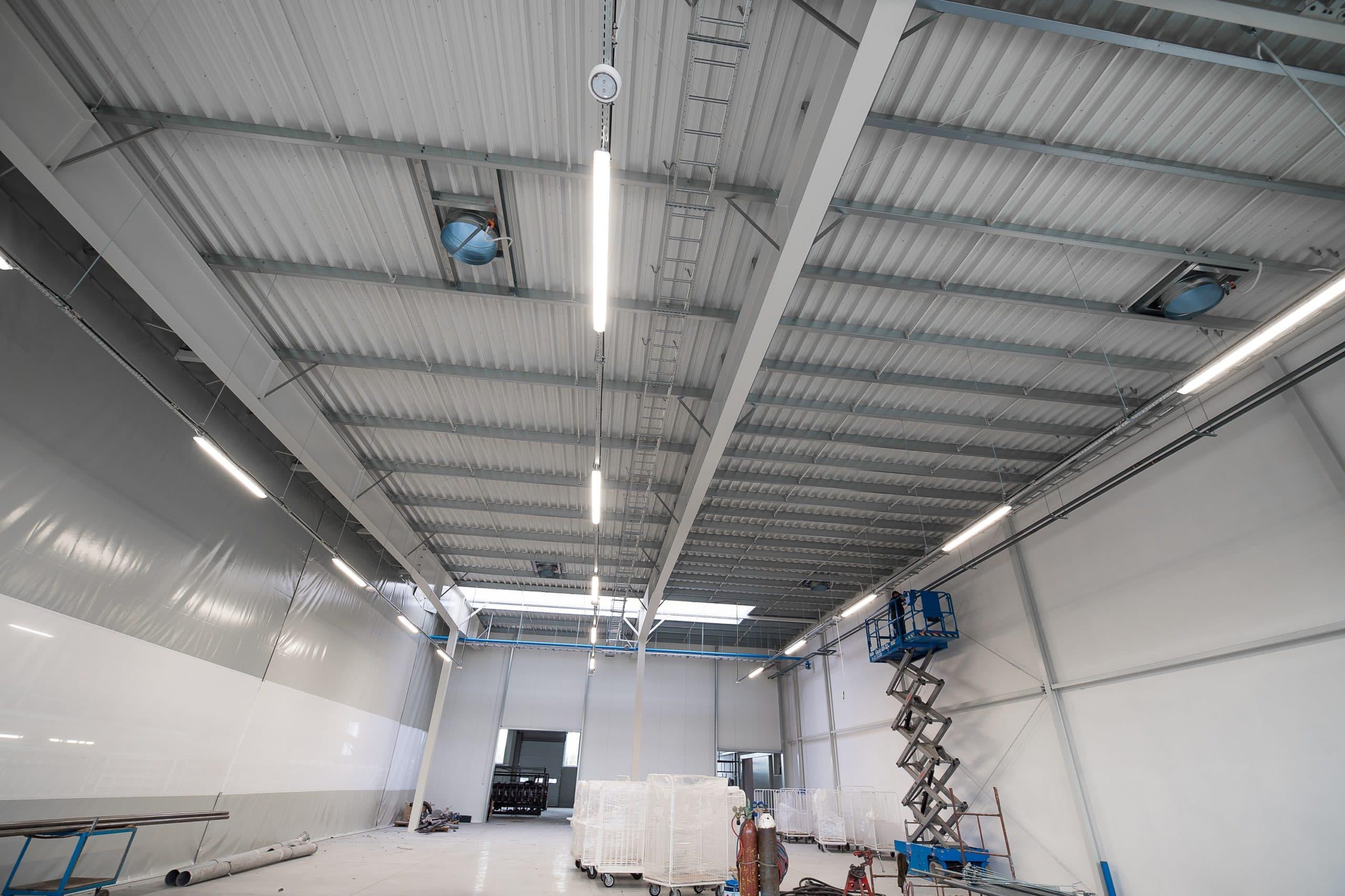Oprawy przemysłowe Industrial w hali firmy Legs - Luxon LED