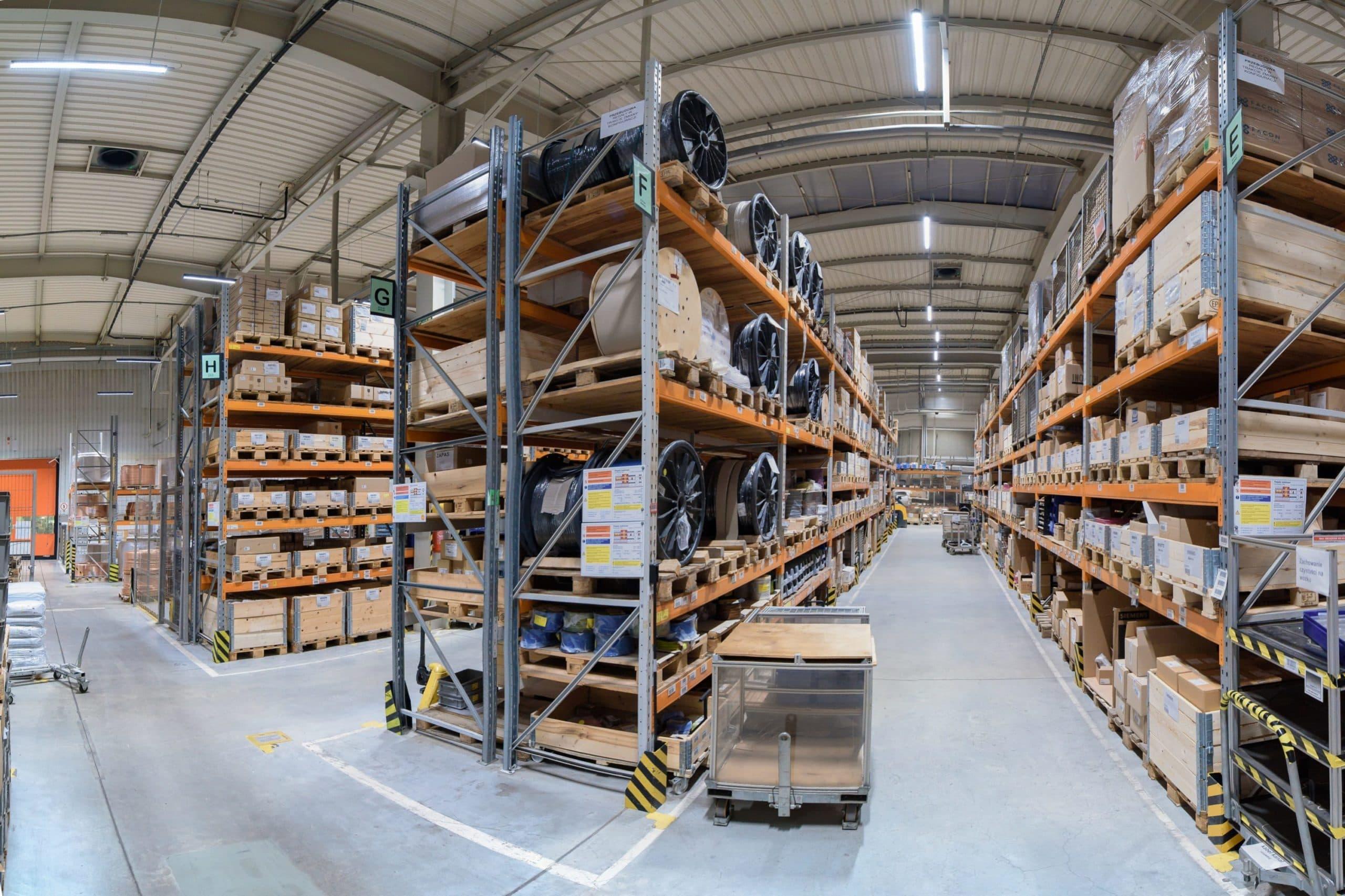 Oprawy Industrial w zmodernizowanym magazynie firmy Broen - Luxon LED