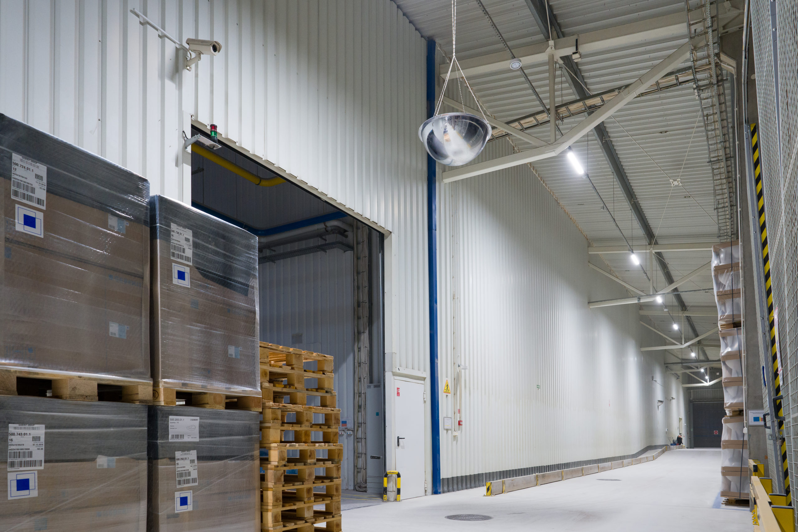 Oprawy Industrial w firmie Geberit w magazynach - Luxon LED