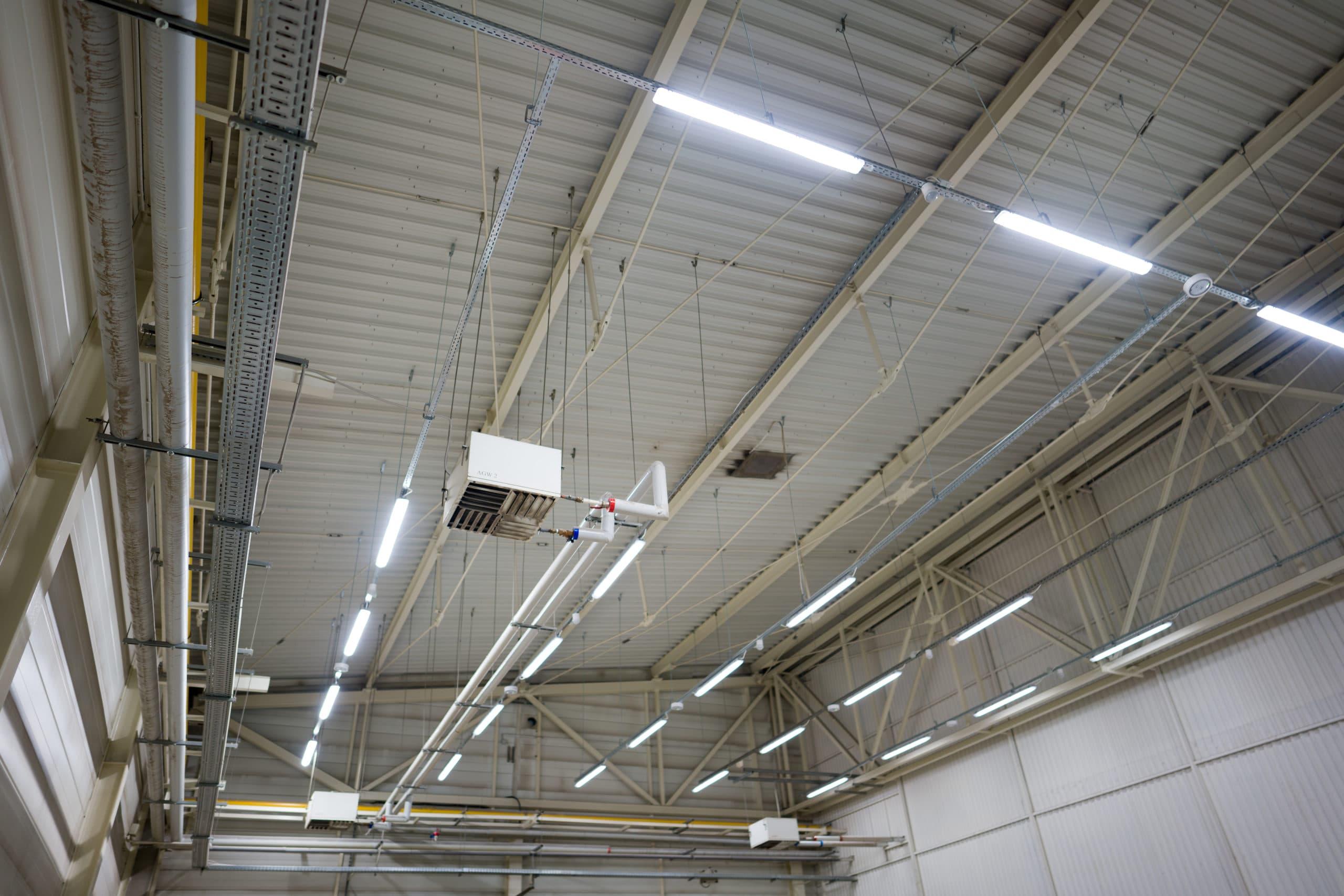 Oświetlenie przemysłowe Industrial na magazynie firmy Geberit - Luxon LED